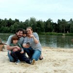 Capturing-Holiday-Memories-in-a-Photograph-Family