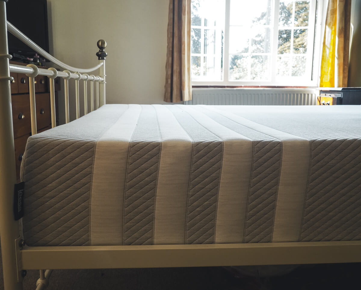 Leesa Mattress - four white stripes on grey
